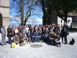 Die Schülerinnen und Schüler des HSG zusammen mit ihren Austauschpartnern und den Lehrern (Foto: K. Scheck).